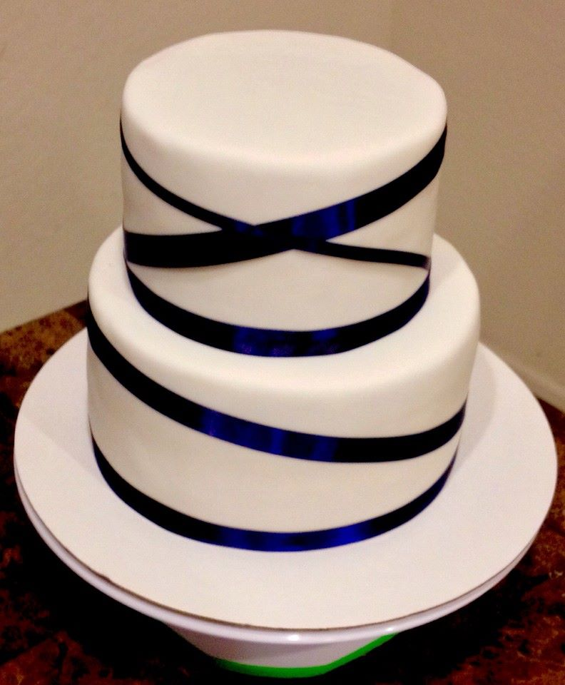 royal blue ribbon wedding cake lovebug 39 s edible designs. Black Bedroom Furniture Sets. Home Design Ideas